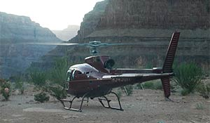 Elicottero atterrato sul Grand Canyon